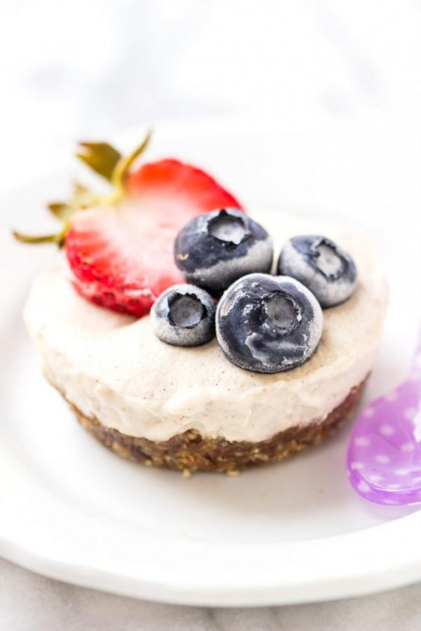 vegan-frozen-berry-tarts-8-683x1024.jpg