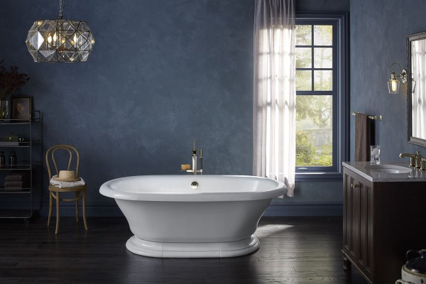 Vintage freestanding bath    Margaux bath filler    Bring vintage craftsmanship to your bathroom with a rolled-rim design reminiscent of a bygone era.