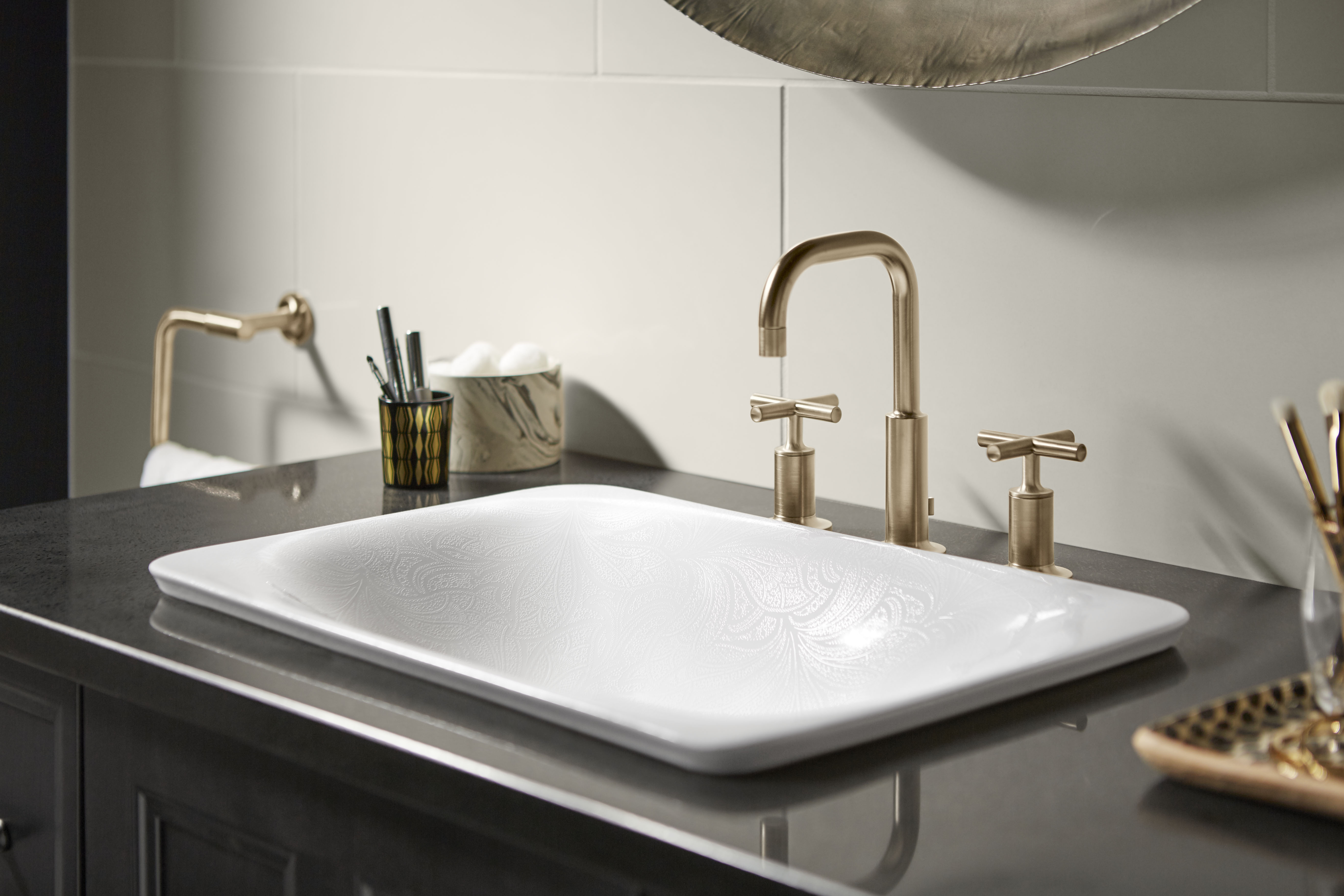 Purist® Faucet     Sartorial Carillon Sink     An uncommon pairing of minimalism and materiality – applying Vibrant® Brushed Bronze to this simple modern faucet creates a luxurious look.
