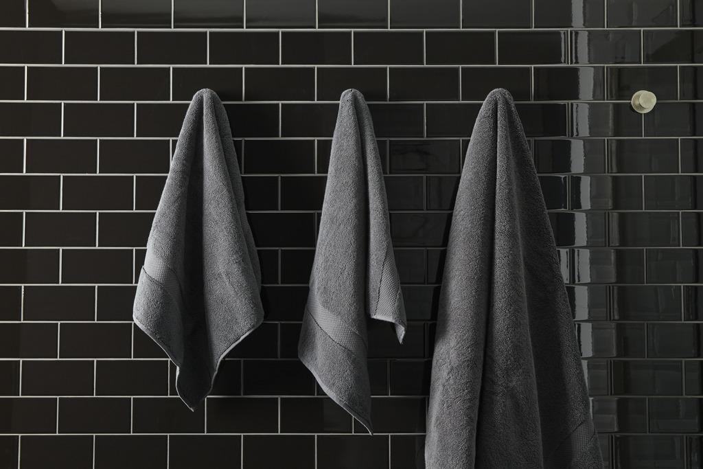 Choreograph hooks   Using simple hooks instead of towel bars let items