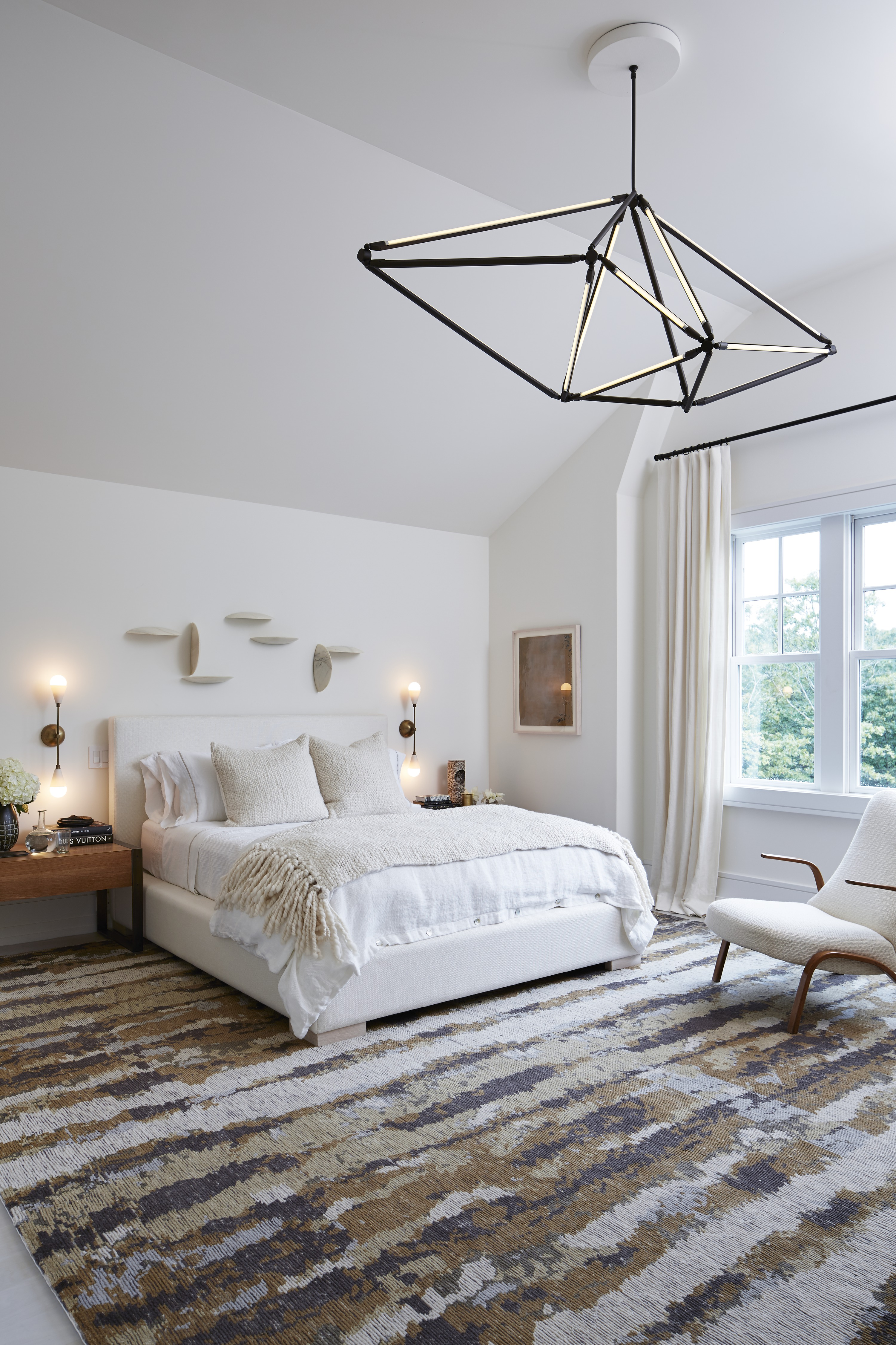 Off-whites and shades of brown bring a quiet warmth to this bedroom. Exquisite, organic pieces combine for a timeless effect.