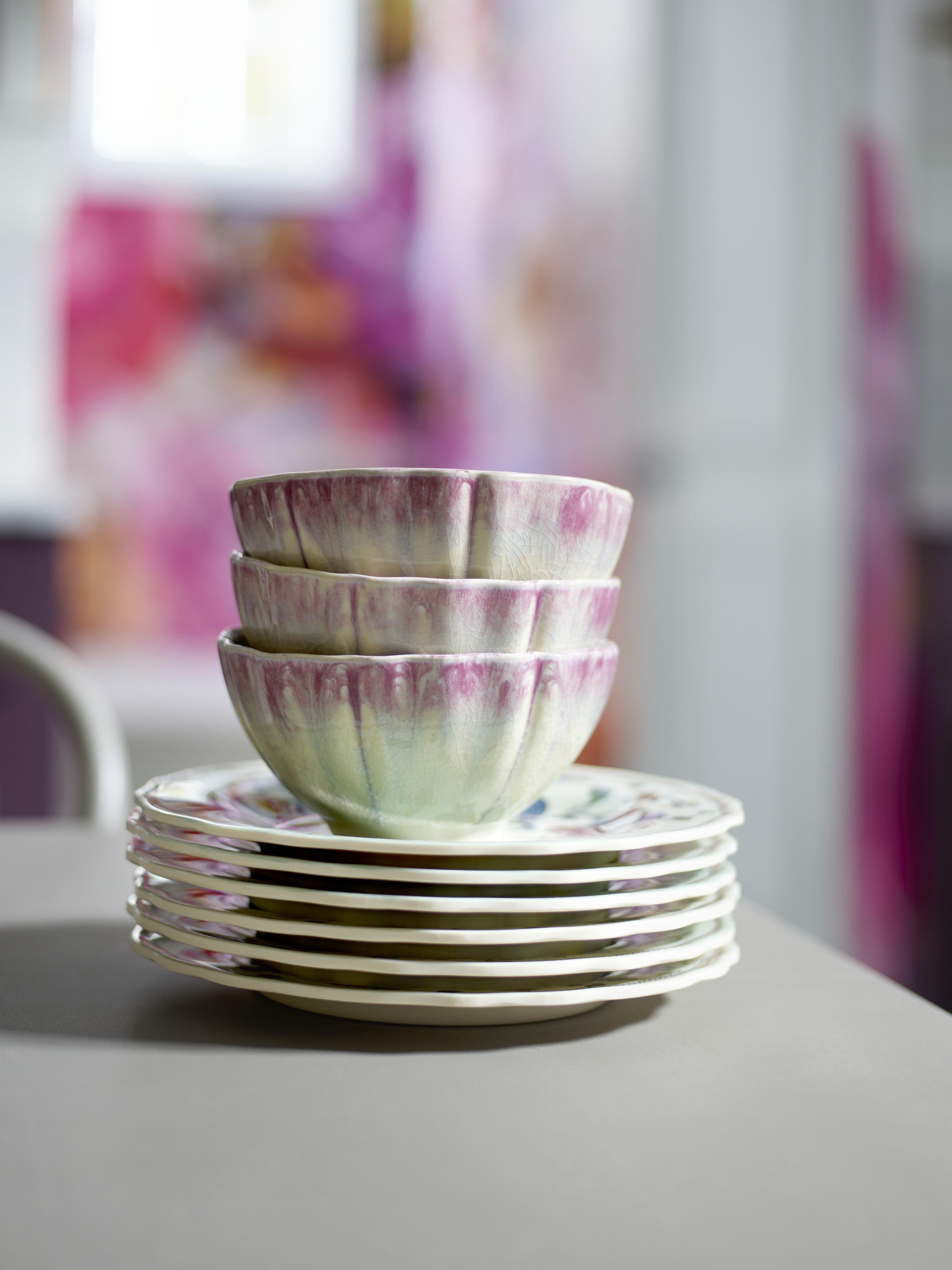 Think of your tableware and glassware as an opportunity to reinforce and expand your primary pattern.