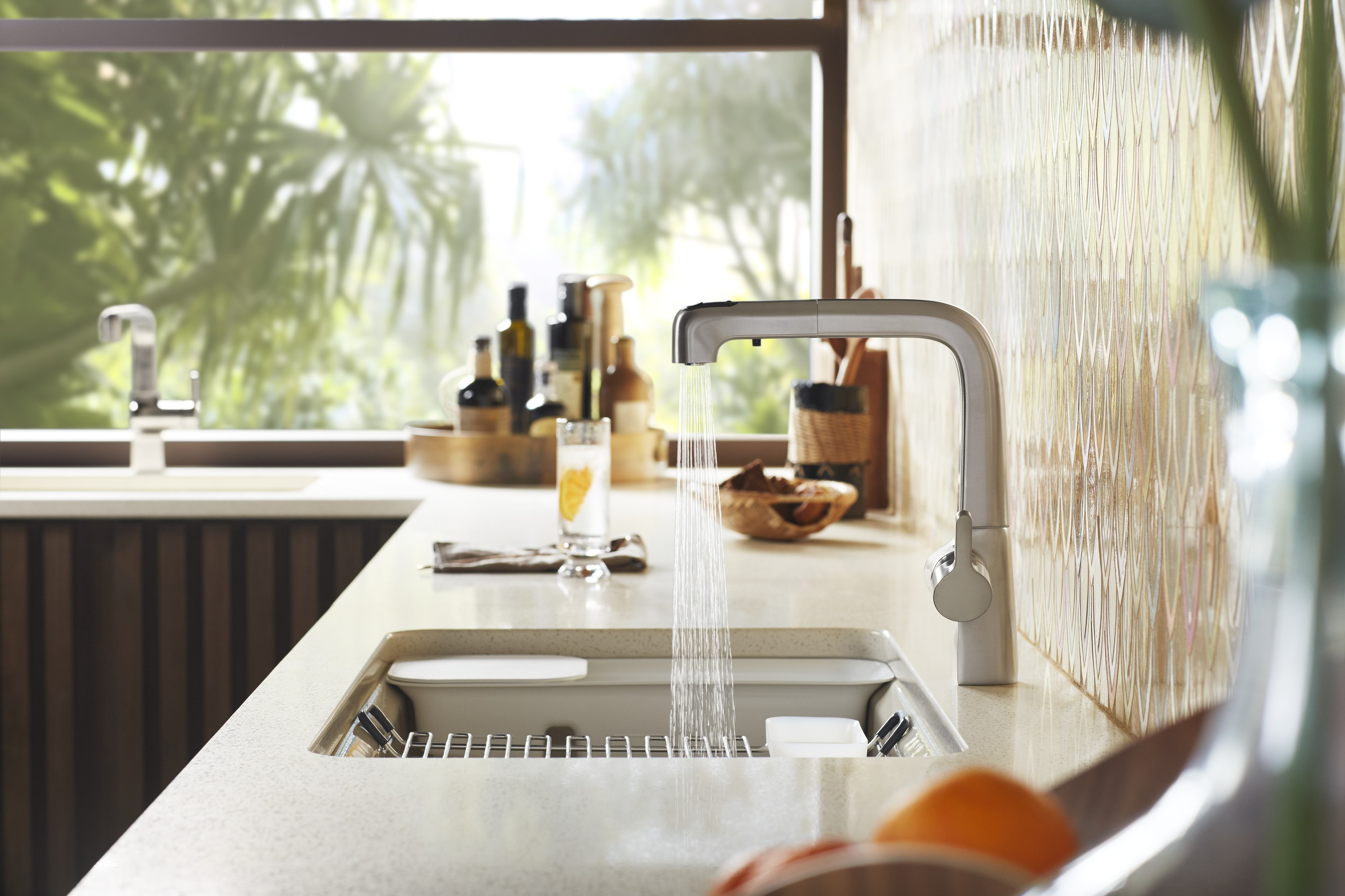 Evoke® pullout faucet     Riverby® under-mount sink     A splash of cool, the faucet's Vibrant® Stainless finish stands out against the heat of the iridescent tile.