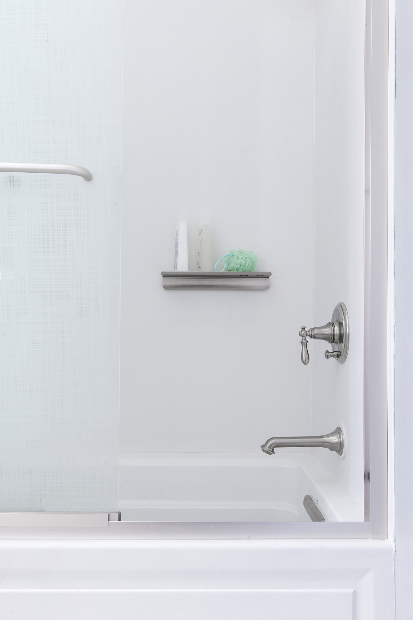 Choreograph® floating shelf     Choreograph shower wall kit     Artifacts® bath spout     Artifacts valve trim     Archer® alcove bath with Bask® heated surface     A low shelf designed for quick water drainage and easy cleaning helps organize the shower and puts things in reach for little ones.