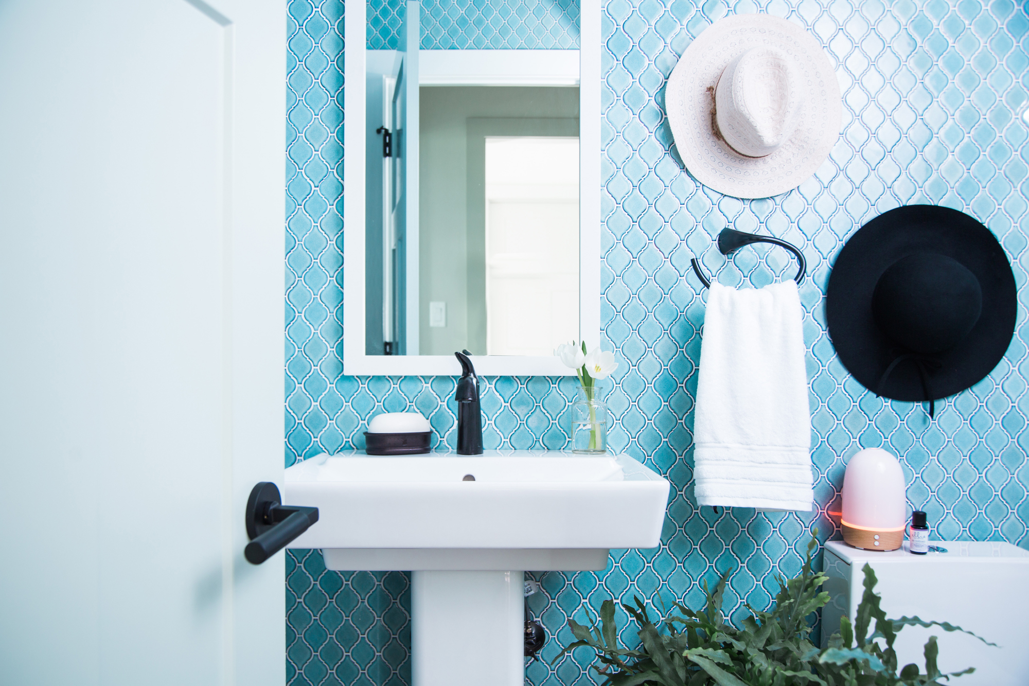 Alteo® faucet    Rêve® pedestal sink    Rêve toilet     Decorative quatrefoil tile contrasts with the simple geometric lines of the modern sink and toilet, together creating a cheerful powder room that mixes vintage and contemporary styles.