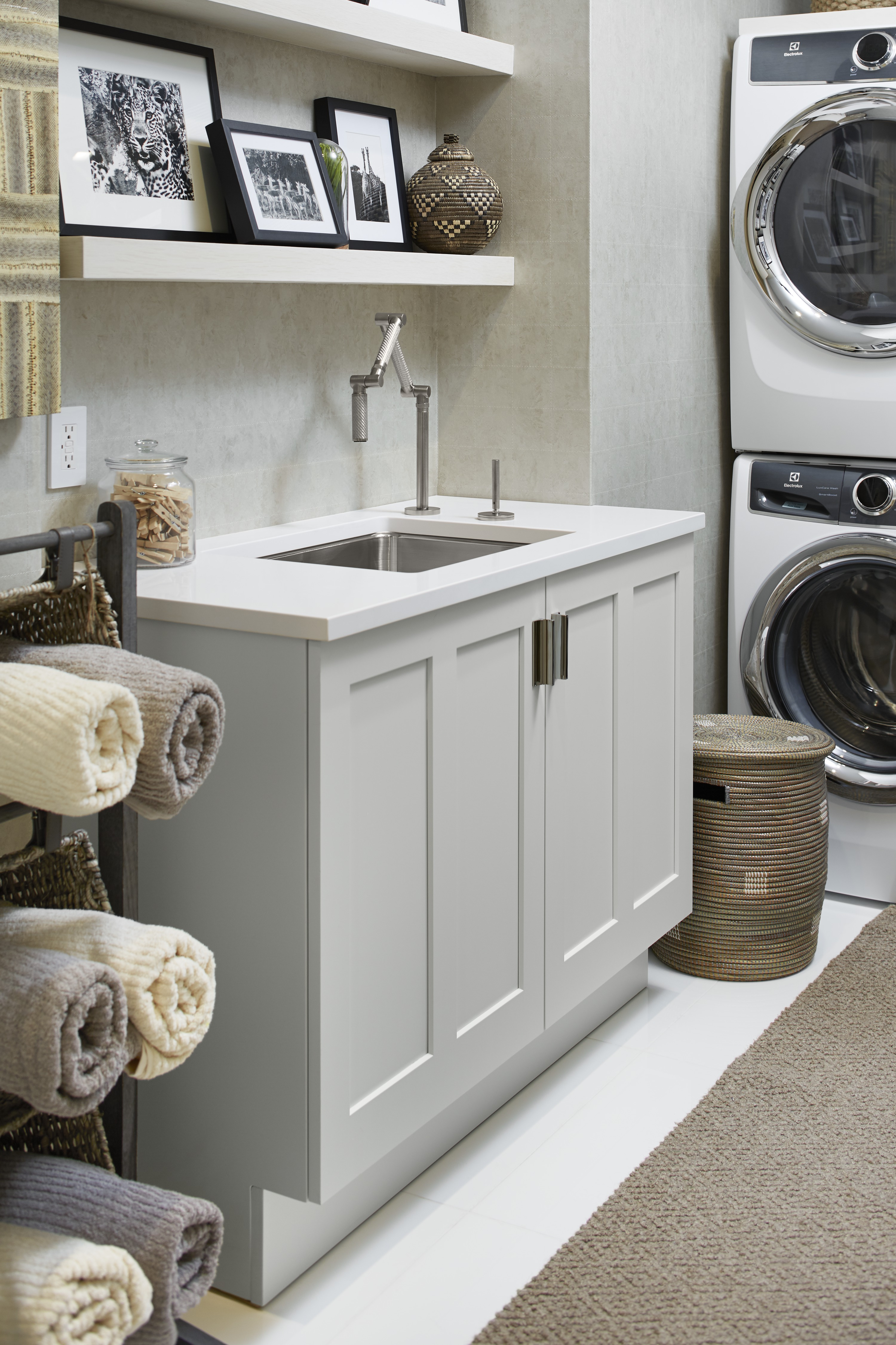 Karbon Faucet     Undertone Preserve Sink     Conveniently located on the second floor, the laundry is smart and stylish. A stainless steel sink paired with an articulating faucet make it easy to tackle spills and stains.