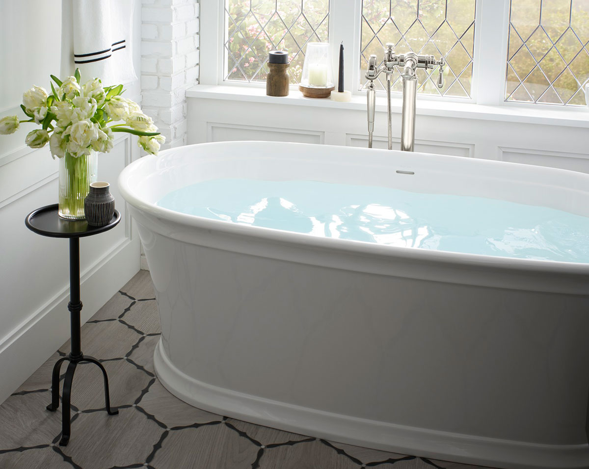 Memoirs Freestanding Bath       Set in a leaded-glass window bay, the freestanding bath exudes traditional detailing on an updated contemporary form.