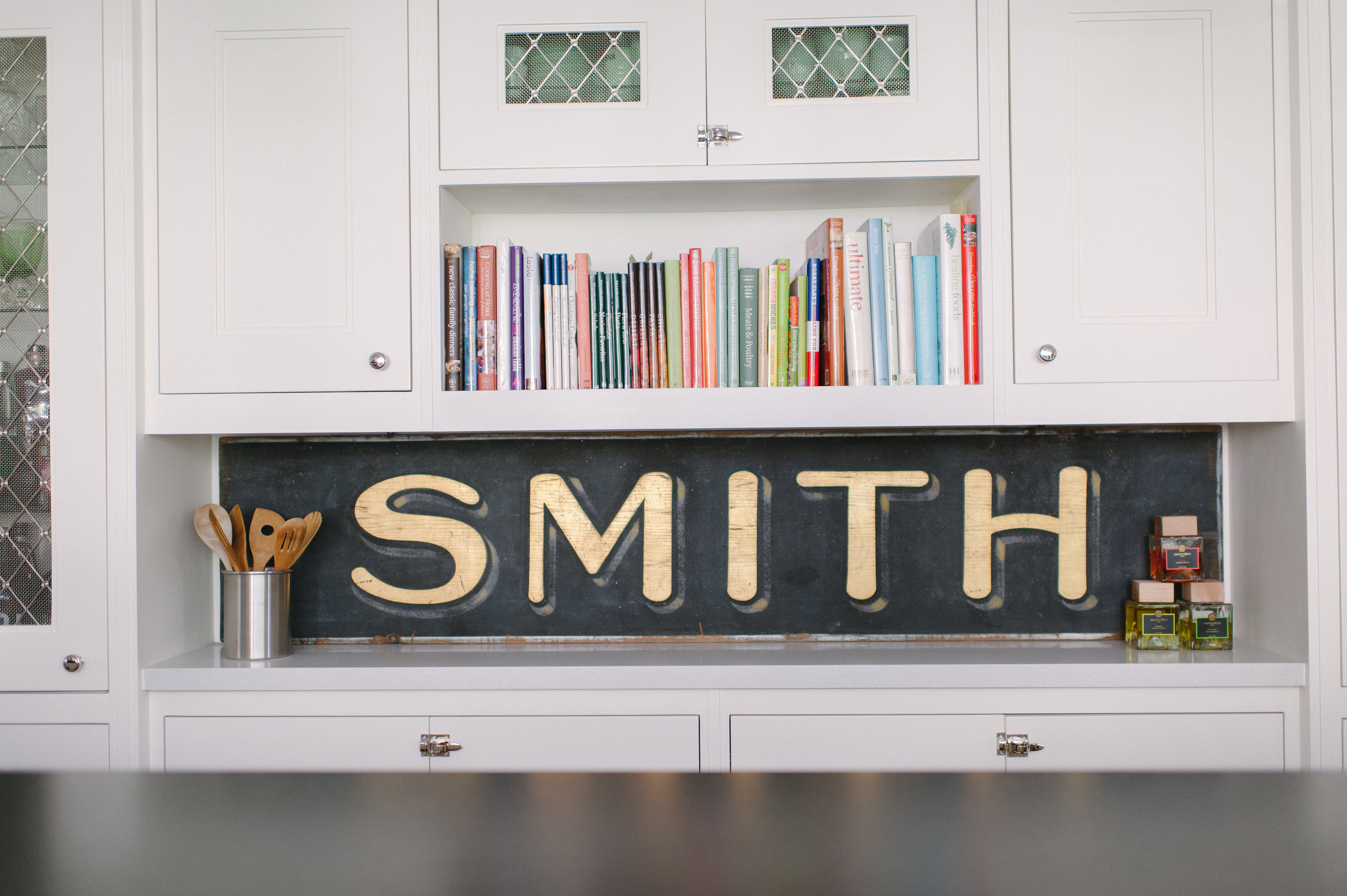 Thiessen and Smith found this sign in an L.A. antique shop and fashioned a wall in the kitchen around it with a niche for cookbooks.