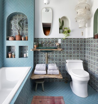 San Souci Toilet    Inia Bathroom Sink    Purist Sink Faucet    Underscore Alcove Bath    Despite being a small space packed with style, this bathroom feels light and airy thanks to its cohesive color story and purposely chosen fixtures like the San Souci® one-piece toilet.