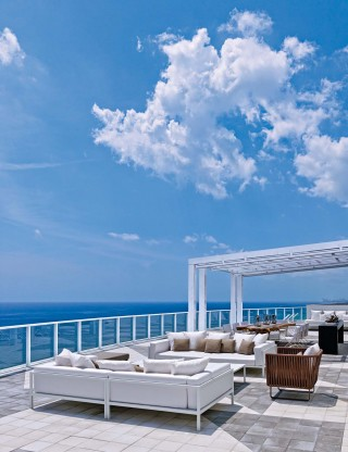 Contemporary Outdoor Space in Hollywood, FL