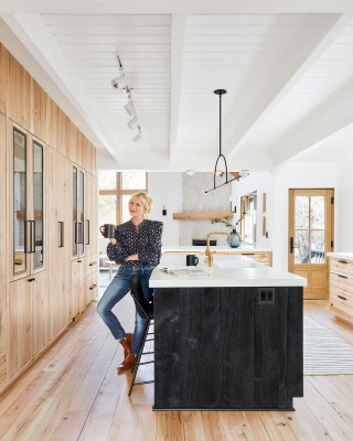 Whitehaven® kitchen sink    Purist® kitchen faucet    The open-concept kitchen and living space, combined with abundant natural light and light-colored wood gives the home an inviting warmth and freshness.