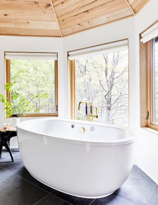 Sunstruck® bath    Purist® bath filler    The deep freestanding bath surrounded by nature creates a peaceful sanctuary of well-being.