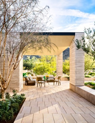 Contemporary Outdoor Space by Jan Showers and Marwan Al-Sayed in Arizona