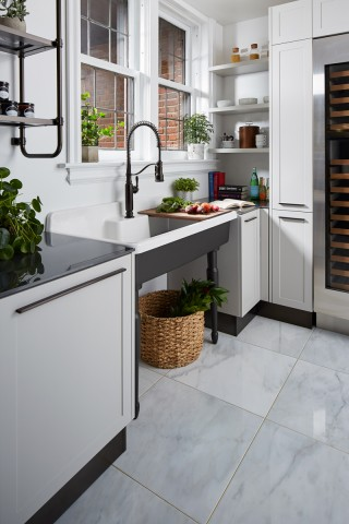 Tournant® semiprofessional kitchen faucet    Farmstead™ freestanding sink    A separate utility sink and semiprofessional-style faucet give added appeal to the grandeur of this kitchen.