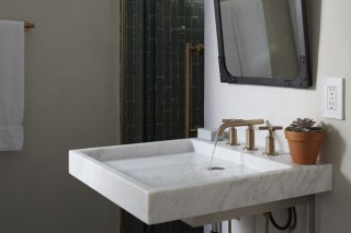 Purist® sink    Purist faucet    In this guest bathroom, the modern, minimalist sink and faucet make a bold impression with their clean lines and elegant simplicity.