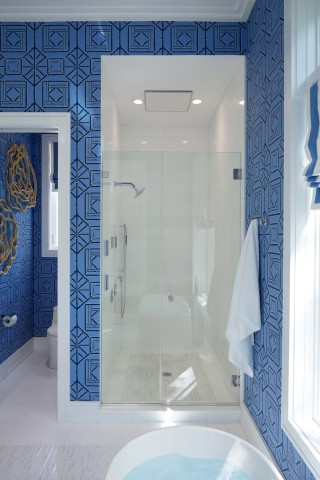 Real Rain overhead panel    DTV+ digital shower system    Loure showerhead    WaterTile body spray    A Real Rain overhead shower panel makes this showering space a modern oasis.