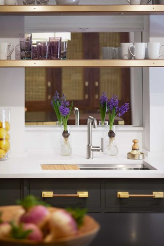 Purist Single-Handle Faucet    Prolific Kitchen Sink    The cool finish of the faucet and stainless steel sink provide a clean, refreshing counterpoint to the warm brass hardware.