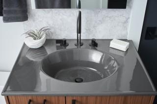 Components faucet spout    Components faucet handles    Ceramic/Impressions vanity top    The one-piece ceramic vanity top makes a dramatic impression.