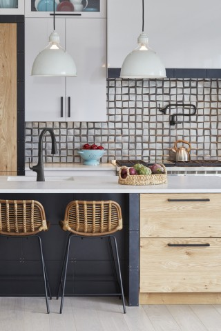 Riverby® kitchen sink  Graze™ kitchen faucet collection (coming soon)    A Matte Black faucet with a square base that gradually tapers into a rounded arc is an apt symbol of the kitchen's harmonious mix of soft and crisp, cool and warm.