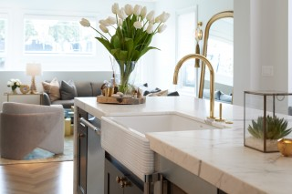 One™ kitchen faucet   Whitehaven® Hayridge kitchen sink    Every angle and line flows seamlessly together in understated elegance.
